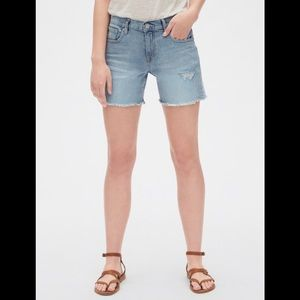 "NWOT GAP Denim Mid-Rise 5"" Cut Off Short Size 32"